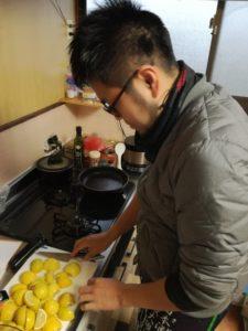 酸っぱすぎず料理の味を消さないめちゃうま岩城島レモン