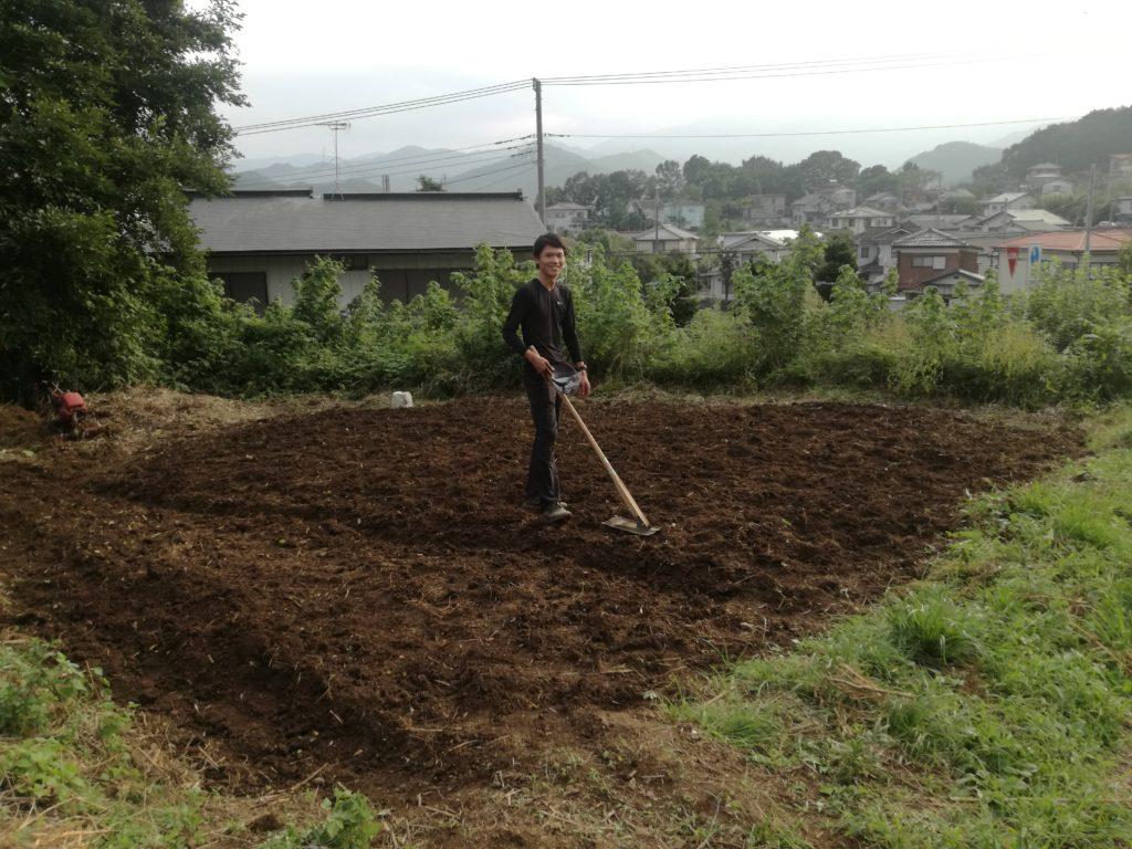 耕耘後の畑